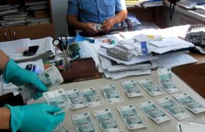 На сотрудника брянского автонадзора завели уголовное дело  за взятку