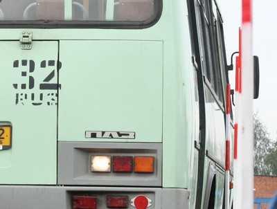 При столкновении автобуса и Hyundai в Почепском районе пострадали двое