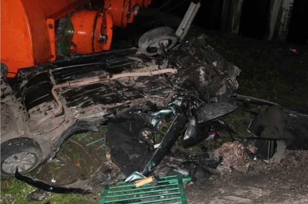 Под Навлей бензовоз врезался в легковушку — один человек погиб
