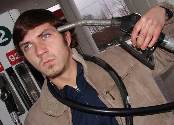 Цена бензина в США стала ниже, чем в России