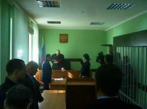 Осуждённый Машков бежал в автозак, прячась от журналистов