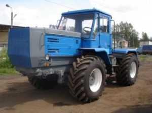 В Стародубском районе  легковушка столкнулась с трактором