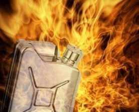 Житель брянской деревни  пытался сжечь сожительницу