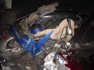 В Севске мотоциклист без «прав» врезался в полуприцеп и погиб
