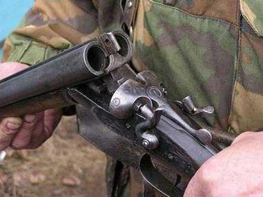 Брянского лесника  обнаружили застреленным