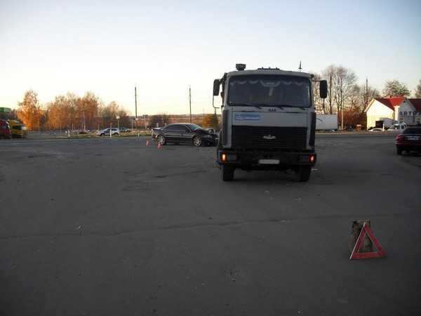 Под Брянском «МАЗ» столкнулся с «Ауди А8» (ФОТО)