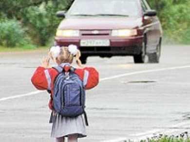 В Сураже  на девочку наехала машина без водителя