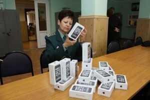 Через Брянск в столицу везли не продаваемые в России смартфоны