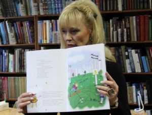 Брянские энергетики пополнили библиотеки «Энерголандией»