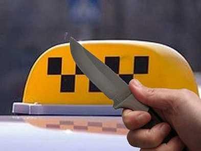 На брянского таксиста напал юный разбойник с ножом