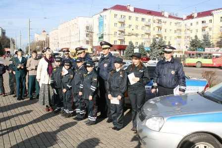 Юные инспекторы из Брянска помогают пострадавшим от наводнения хабаровчанам