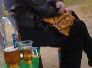 Жительница Жуковки пырнула ножом приятеля, не налившего ей стакан