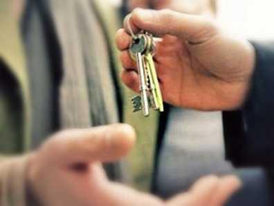 Брянский чиновник, раздававший жильё подчинённым, получил условный срок