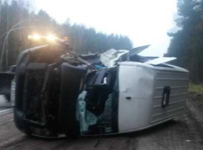 На трассе «Украина» под Брянском «Фольксваген» врезался в трактор