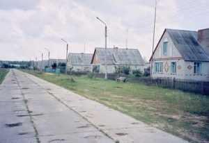 Брянский прогресс: «В центре д. Семиричи обустроена изгородь»