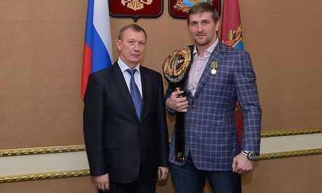 Брянский боец Виталий Минаков награжден медалью