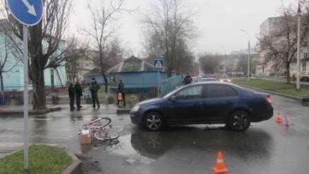 В Брянске  женщина на иномарке врезалась в пожилого велосипедиста