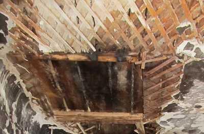 В Дятьковском районе обрушился двухквартирный дом
