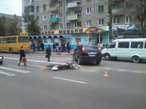 В Брянске женщина на иномарке столкнулась с мотоциклом