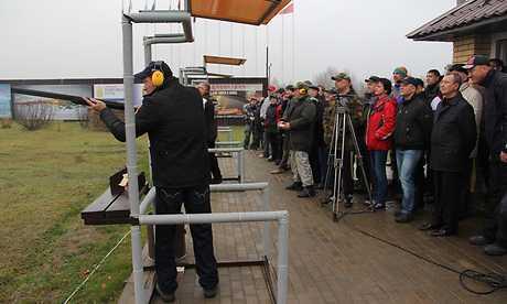 В Брянске на Кубке по спортингу англичанина наградили хрустальным ружьем