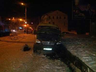 На набережной в Брянске разбилась маршрутка – погибла женщина