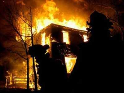 В Локте сгорели два грузовика и гараж