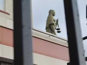 Со служащих брянских судов потребовали деньги на «губернаторскую елку»