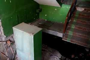 В подъезде клинцовской многоэтажки рухнула плита