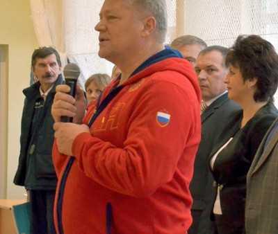 В Брянске на спортивной арене сразились депутаты и чиновники