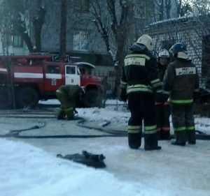 В Брянске около детсада «Солнечный» пожар уничтожил дом