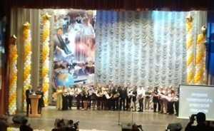 Юным брянцам вручили губернаторские стипендии и грамоты