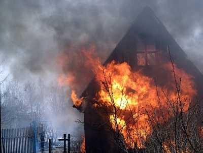 В Клинцовском районе подожгли дачи