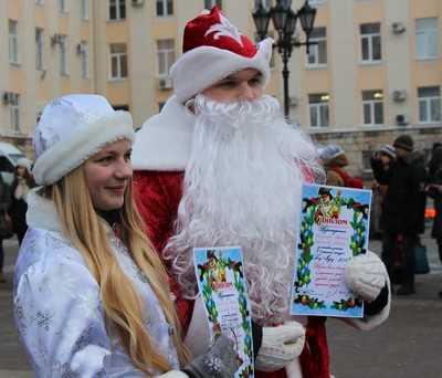 В Брянске отмаршировал парад Дедов Морозов