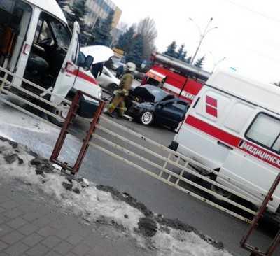 В Брянске на проспекте Ленина столкнулись «скорая» и «Лада Калина»