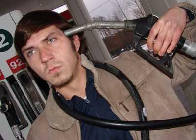 Цена бензина в 2014 году поставит на прикол первые автомобили