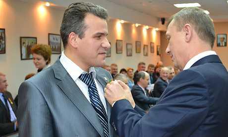 Брянский губернатор навешал медалей героям стабильности