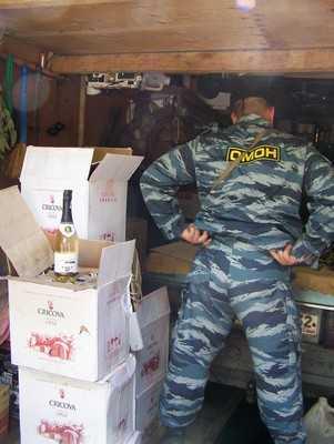 Брянская полиция прикрыла гараж-магазин с поддельным алкоголем