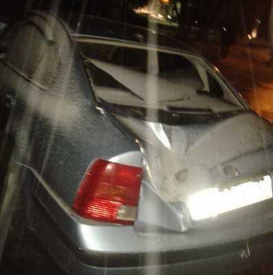 Вечером на окраине Брянска столкнувшиеся иномарки сбили два столба