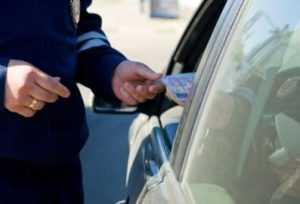 Брянские гаишники задержали водителя с поддельными правами