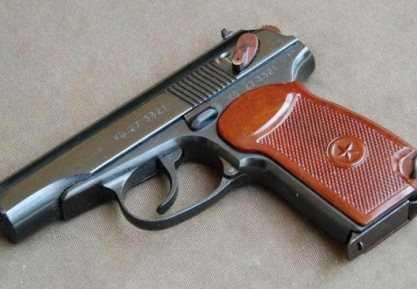 Брянский подросток украл на рынке пневматический пистолет