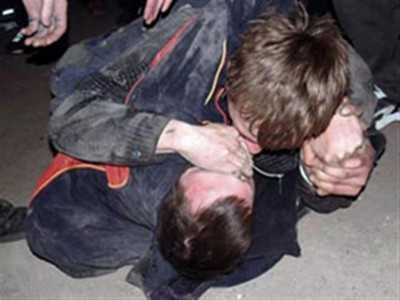 В Брянске посетитель кафе избил женщину и зарезал ее защитника
