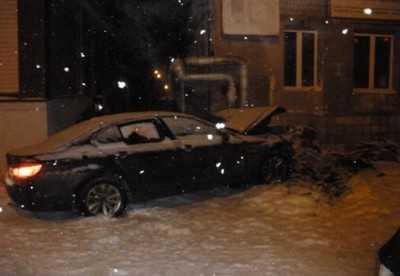 В Клинцах «БМВ» врезался в угол здания – пострадали четверо