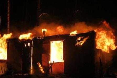 В брянском селе в вагончике сгорел человек
