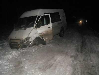 На брянской трассе столкнулись два «Мерседеса» — пострадали двое