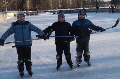 В Жуковке неравнодушные люди подарили детворе каток