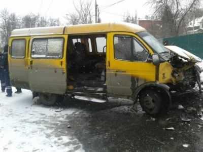 В Брянске маршрутка врезалась в автобус