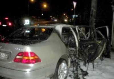 В Брянске  «Лексус» протаранил столб – пострадали два человека