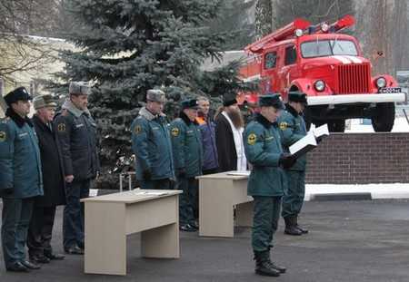 В Брянске пожарный автомобиль АЦ-25 стал памятником