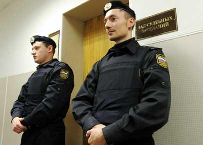 Брянцы пытались пронести в суды патроны, ружья и электрошокеры
