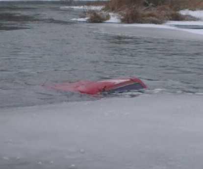В реке вместе с автомобилем утонули три человека
